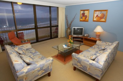 2 Bedroom Beachfront Apt - Min 2 Nights