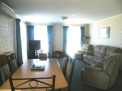 2 BR 3.5 Star Apartment - Min 3 Nights